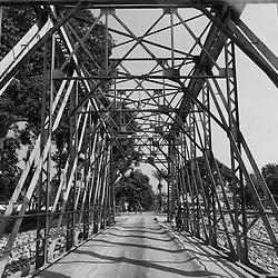 A antiga ponte que liga as cidades de Lobito e de Benguela projectada pelo famoso arquitecto francês Alexandre Gustave Eiffel. Angola. 2007