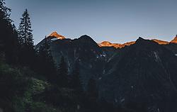 THEMENBILD - die Gipfel und Bergspitzen des Kitzsteinhorn im Morgenlicht. Wanderung auf das Imbachhorn in den Hohen Tauern, das zwischen dem Fuscher Tal und dem Kapruner Tal liegt, aufgenommen am 09. September 2020 in Kaprun, Oesterreich // the summits and peaks of the Kitzsteinhorn in the morning light. Hike to the Imbachhorn in the Hohe Tauern, which lies between the Fuscher Valley and the Kaprun Valley, in Kaprun, Austria on 2020/09/09. EXPA Pictures © 2020, PhotoCredit: EXPA/Stefanie Oberhauser