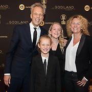 NLD/Hilversum/20200130 - Uitreiking De Gouden RadioRing 2020, Sjors Frohlich met partner en kinderen