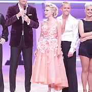 NLD/Hilversum/20120901 - 2de liveshow AVRO Strictly Come Dancing 2012, presentator Reinout Oerlemans Stacey Rookhuizen en danspartner Jeroen Struijlaart