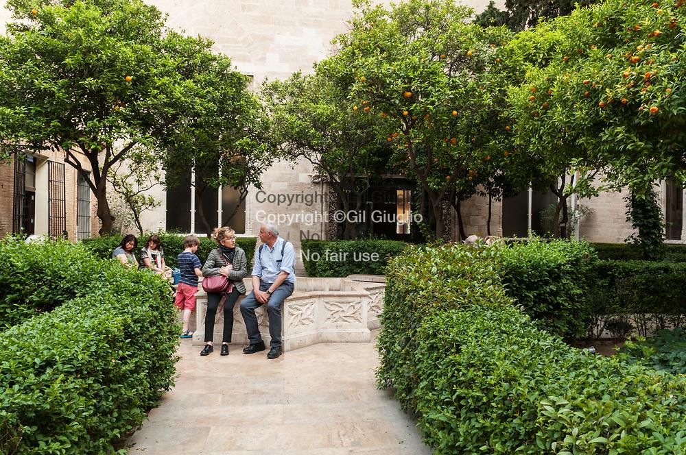 Espagne, Valence, vieille-ville, jardin patio de la Lonja de la Seda ( La loge de la Soie) classée au Patrimoine mondial de l'Unesco // Spain, Valencia, old town, patio and garden of La Lonja de la Seda (the lodge of silk) at the World Heritage of Unesco