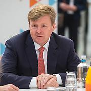 NLD/Utrecht/20190308  - Willem-Alexander geeft het startsein vd 'Week voor de Gezonde Jeugd', Koning Willem Alexander neemt deel aan ronde tafelgesprek