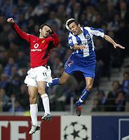 """PORTO-25 FEVEREIRO:ROYAN GIGGS#11 e PAULO FERREIRA""""22 no jogo F.C. Porto vs Manchester United F.C. primeira mao dos oitavos de final da Liga dos campeoes realizado no estadio do Dragao 25/02/2004.<br />(PHOTO BY:GERARDO SANTOS/AFCD)"""