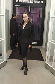 Tara FitzGerald, Stella McCartney shop eopening, Bruton St. London. 15 May 2003. © Copyright Photograph by Dafydd Jones 66 Stockwell Park Rd. London SW9 0DA Tel 020 7733 0108 www.dafjones.com