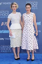 Sarah Paulson, Amanda Peet  bei der Verleihung der 22. Critics' Choice Awards in Los Angeles / 111216