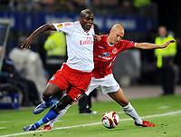 Fotball<br /> Tyskland<br /> Foto: Witters/Digitalsport<br /> NORWAY ONLY<br /> <br /> 01.10.2009<br /> <br /> v.l. Guy Demel HSV, Nemanja Vucicevic<br /> <br /> Europa League Hamburger SV - Hapoel Tel Aviv