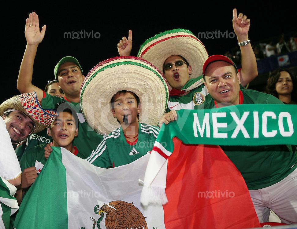 Fussball International U 20 WM  Mexico - Portugal Mexikanische Fans jubeln   .