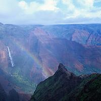 Hawaii, Kauai, Waimea Canyon, Grand Canyon of the Pacific, Waipo`o Falls, rainbow, waterfall