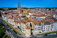 France, Pyrénées-Atlantiques (64), Pays Basque, Bayonne, photographie aérienne du centre ville de Bayonne et de la cathédrale Sainte-Marie (vue aérienne) // France, Pyrénées-Atlantiques (64), Basque Country, Bayonne, aerial photograph of the city center of Bayonne (aerial view)