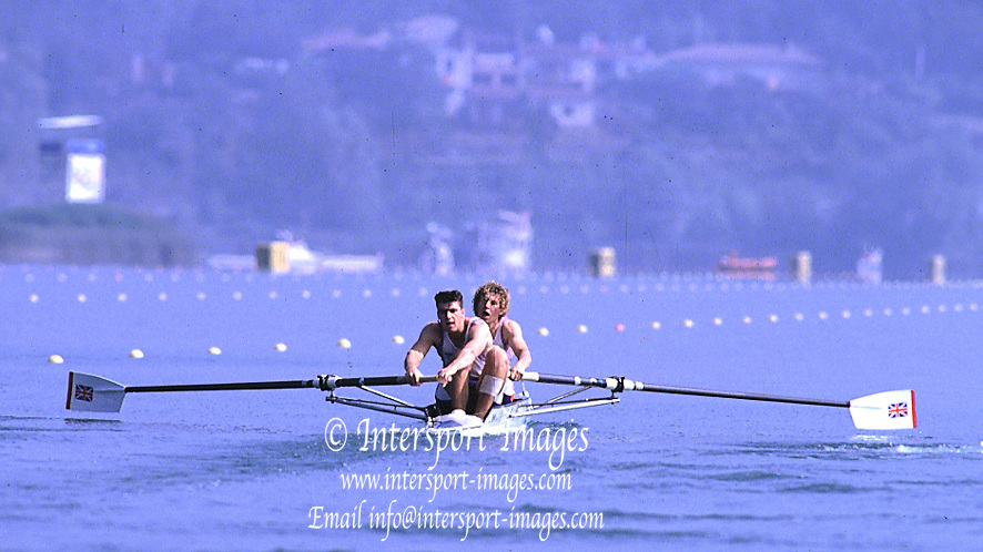 .GBR M2+.Barcelona Olympics.Jonny and Greg Searle: cox Garry Herbert..M2+ moving off the start..       {Mandatory Credit: © Peter Spurrier/Intersport Images]..........       {Mandatory Credit: © Peter Spurrier/Intersport Images]......... Rowing Course: Lake Banyoles