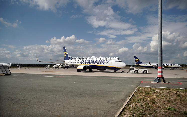 Duitsland, Weeze, 24-8-2020 Vlak over de grens ligt het regionaal vliegveld Niederrhein, Weeze, wat een belangrijke regionale luchthaven is voor reizigers uit zuid oost Nederlanden en als thuisbasis fungeert voorenkele Ryanair toestellen. Door de coronacrisis wordt er veel minder gevlogen en is het rustig in de stationshal .. Foto: ANP/ Hollandse Hoogte/ Flip Franssen