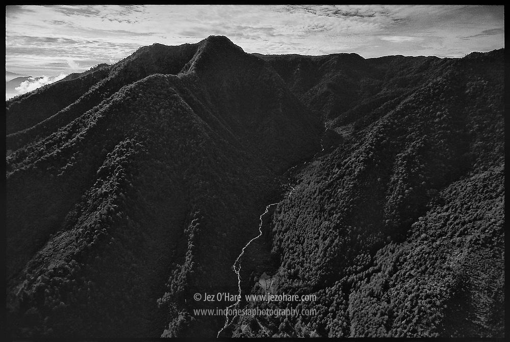 Gunung Puntang dan Malabar, Banjaran, Kabupaten Bandung, Jawa Barat, Indonesia.
