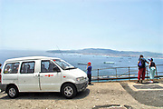 Spanje, Gibraltar, 25-9-2017Toeristen doen een toer met een busje. De rots is een historisch en strategisch punt. Geschiedenis, koude oorlog.Britse kroonkolonie. Spanje wil de rots terug.Foto: Flip Franssen