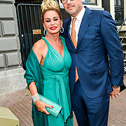 NLD/Amsterdam/20170823 - Premiere Grootste Zwanenmeer ter wereld, Conny Witteman en partner Eugene van Dun