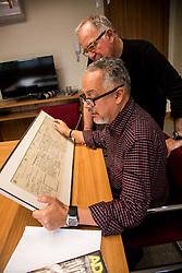 Jornalista Fernando Di Primio em seu escritório. FOTO: Emmanuel Denaui/ Agência Preview