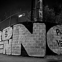 Más que simples tags en las avenidas. El graffiti es un arte lleno de atributos y causa mayor impacto en las personas que lo aprecian. Aunque no dediquen tiempo en contemplar, en sus memorias de transeúntes quedan impregnadas ciertas imágenes que son parte del camino.<br /> <br /> No a Hidroaysén se lee en todo el territorio nacional.