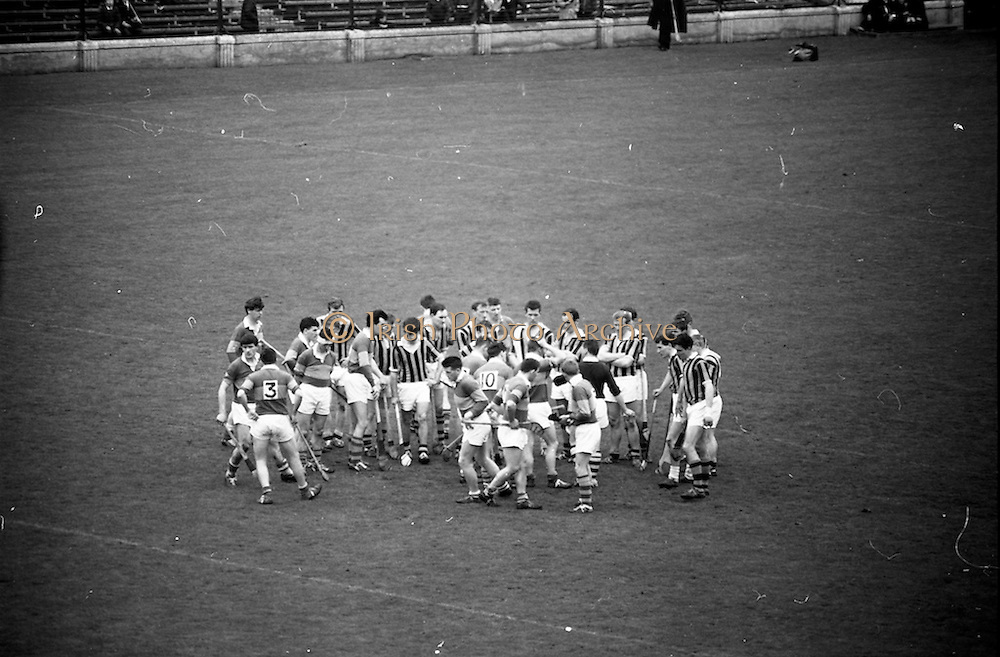 12/05/1968<br /> 05/12/1968<br /> 12 May 1968<br /> National Hurling League Home Final: Tipperary v Kilkenny at Croke Park, Dublin.<br /> The referee walls the teams together in the center of the field before the second half and tells them to play the game.