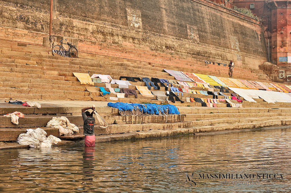 Varanasi Prabhu Ghat, people not only wash their bodies in the sacred waters of the Ganga, but also their clothes.