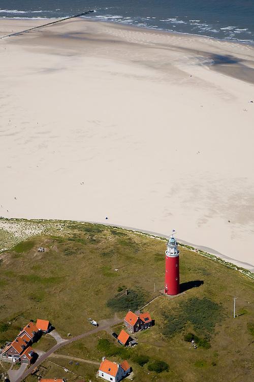Nederland, Noord-Holland, Texel, 14-07-2008; vuurtoren met dienstwoningen bij de Cocksdorp; Waddenzee, eb en vloed, getijden, getijdegebied, zand. .luchtfoto (toeslag); aerial photo (additional fee required); .foto Siebe Swart / photo Siebe Swart