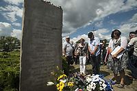 Jedwabne, woj podlaskie, 10.07.2018. Obchody 77. rocznicy mordu na Zydach w Jedwabnem . 10 lipca 1941 roku z rak polskich sasiadow zginelo co najmniej 340 osob narodowosci zydowskiej , ktore zostaly zywcem spalone w stodole . W 2001 r zostal odsloniety pomnik , przy ktorym co roku odbywaja sie uroczystosci upamietniajace te zbrodnie N/z Anna Azari ( P ) abasador Izraela w Polsce sklada wiazanke kwiatow fot Michal Kosc / AGENCJA WSCHOD