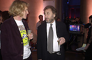 Grayson Perry and Howard Jacobson. Turner Prize. Tate Gallery. 8 December 2002. © Copyright Photograph by Dafydd Jones 66 Stockwell Park Rd. London SW9 0DA Tel 020 7733 0108 www.dafjones.com