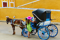 Mexique, Etat du Yucatan,  Ville jaune de Izamal, Couvent de San Antonio de Padua, Voiture a cheval, touriste en vacances // Mexico, Yucatan state, Izamal, yellow city, Convento De San Antonio De Padua, Convent of San Antonio De Padua, Monastery, tourist in vacation