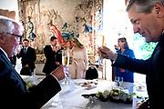 Staatsbezoek aan Luxemburg dag 2 / State visit to Luxembourg day 2<br /> <br /> Op de foto / On the photo: Regeringslunch in Kasteel Vianden met Koning Willem Alexander en koningin Maxima met Groothertog Henri en Groothertogin Maria Teresa , Premier Luxembourg Xavier Bettel  / Government lunch in Castle Vianden with King Willem Alexander and Queen Maxima with Grand Duke Henri and Grand Duchess Maria Teresa , Premier Luxembourg Xavier Bettel