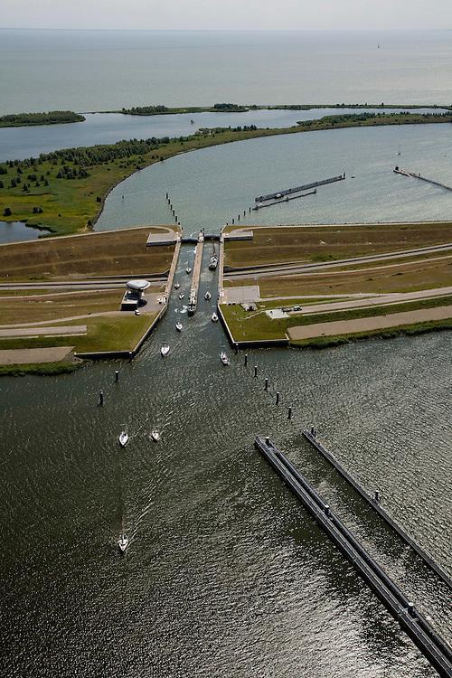 Nederland, Noord-Holland, Enkhuizen, 14-07-2008; schutluis in de Houtribdijk (zie ook andere foto onder deze naam); . .luchtfoto (toeslag); aerial photo (additional fee required); .foto Siebe Swart / photo Siebe Swart.