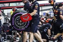 September 15, 2017 - Singapore, Singapore - Motorsports: FIA Formula One World Championship 2017, Grand Prix of Singapore, ..mechanic of Red Bull Racing  (Credit Image: © Hoch Zwei via ZUMA Wire)