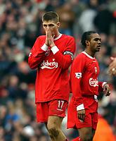 Fotball<br /> Liverpool v Wolves<br /> 29. mars 2004<br /> Foto: Digitalsport<br /> Norway Only<br /> Steven Gerrard og Florent Sinama Pongolle, Liverpool