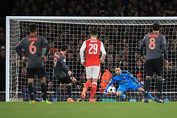 7 March 2017 - UEFA Champions League - (Round of 16) - Arsenal v Bayern Munich - Robert Lewandowski of Bayern Munich scores a goal from the penalty spot - Photo: Marc Atkins / Offside.