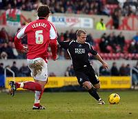 Photo: Alan Crowhurst.<br />Swindon Town v Swansea City. Coca Cola League 1.<br />31/12/2005. <br />Swansea's Andy Robinson shoots at goal.