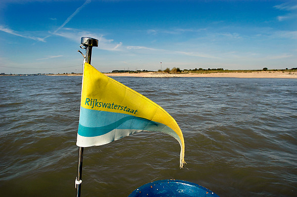 Nederland, Nijmegen, 19-8-2007Vlaggetje op een boot van Rijkswaterstaat op de rivier de Waal.Foto: Flip Franssen/Hollandse Hoogte