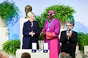 Four Freedoms Awards in de Nieuwe Kerk in Middelburg. De Awards worden uitgreikt  voor de vrijheid van meningsuiting, de vrijheid van godsdienst, de vrijwaring van gebrek en de vrijwaring van vrees.<br /> <br /> Four Freedoms Awards in the Nieuwe Kerk in Middelburg. The Awards are presented for the freedom of expression, the freedom of religion, the indemnification of lack and the protection of fear.<br /> <br /> Op dee foto / On the photo: Bisschop Paride Taban uit Zuid-Soedan krijgt in de Nieuwe Kerk in Middelburg zijn Four Freedoms Award uitgereikt. <br /> <br /> Bishop Paride Taban from South Sudan receives his Four Freedoms Award at the Nieuwe Kerk in Middelburg.
