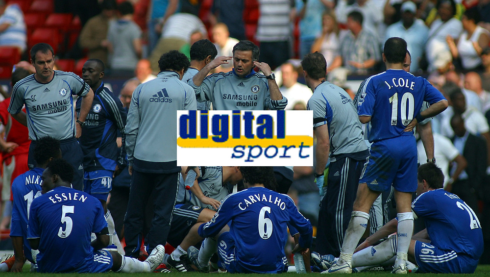Photo: Paul Thomas.<br /> Blackburn Rovers v Chelsea. The FA Cup, Semi Final. 15/04/2007.<br /> <br /> Jose Mourinho, manager of Chelsea, tells him team to focus before the extra-time.