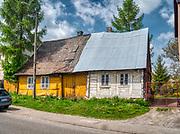Nowa Słupia  – miasto w Polsce położone w województwie świętokrzyskim, w powiecie kieleckim. Stare domy przy ulicy Świętokrzyskiej.