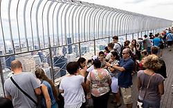 THEMENBILD - Das Empire State Building ist ein Wolkenkratzer im New Yorker Stadtteil Manhattan. Mit einer Höhe von 443 Metern war es lange Zeit das höchste Gebäude der Welt. Bis heute gilt das Empire State Building als Wahrzeichen von New York, im Bild die Aussichtsplattform am 86. Stock Aufgenommen am 08. August 2016 // The Empire State Building is a skyscraper in Manhattan. It stands 443 Meter high and was the tallest building of the world for a long time. It is deemed to be the town's landmark, This picture shows the observation deck on the 86th floor. New York City, United States on 2016/08/08. EXPA Pictures © 2016, PhotoCredit: EXPA/ Sebastian Pucher