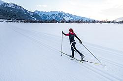 THEMENBILD - eine Langläuferin auf einer Loipe mit Winterlandschaft und der Bergkulisse mit dem Kitzsteinhorn, aufgenommen am 4. Feber 2018 in Zell am See, Österreich // a female cross-country skier on a ski trail with winter landscape and the mountain scenery with the Kitzsteinhorn, Zell am See, Austria on 2018/02/04. EXPA Pictures © 2018, PhotoCredit: EXPA/ JFK