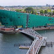 NLD/Amsterdam/20110623 - Uitzicht over oosterdokhaven vanauit Openbare Bibliotheek Amsterdam, NEMO museum