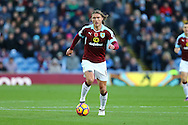 Jeff Hendrick of Burnley in action. Premier League match, Burnley v Crystal Palace at Turf Moor in Burnley , Lancs on Saturday 5th November 2016.<br /> pic by Chris Stading, Andrew Orchard sports photography.