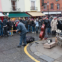 LONDON, ENGLAND - JANUARY 16:  A band entertains the shoppers on a market day in Portobello Road on January 16, 2010 in London, England. Portobello traders fear for the Market's future after Lipka's Antiques Arcade, where more than 150 traders had their stalls, was redeveloped to accommodate a large High street chain store.  (Photo by Marco Secchi/Getty Images)