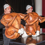 NLD/Amsterdam/20160620 - Uitreiking Johan Kaartprijs 2016, Rop Verheijen en Tina de Bruin verkleed als kippen
