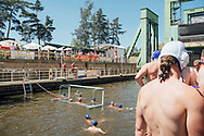 """30.06.2019 Schiffshebewerk Rothensee, Wasserball, Wasserballunion Magdeburg.<br /> <br /> Das Schiffshebewerk Rothensse in Magdeburg ist ein technisches Denkmal, alle zwei Jahre wird das mit einem Familienfest gefeiert. Und jetzt eine Weltpremiere, ein kleines Wasserball Turnier im Trog der einst eine wichtige Verbindung zwischen Elbe un Mittellandkanal war. Die Wasserballunion Magdeburg will mit dem """"Trog-Cup"""" Aufmerksamkeit für den Nischensport erzeugen dafür steigt man dann schon mal in braunes Wasser, ein Trost es git ne Gartendusche für danach.<br /> <br /> ©Harald Krieg"""