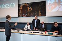 DEU, Deutschland, Germany, Berlin, 12.05.2020: V.l.n.r. SPD-Fraktionschef Dr. Rolf Mützenich, Karl Lauterbach, Carsten Schneider, Parlamentarischer Geschäftsführer der SPD-Fraktion, bei der Fraktionssitzung der SPD im Deutschen Bundestag. Aufgrund der Coronakrise sind nicht alle Abgeordneten vor Ort sondern sind auch per Videokonferenz dazugeschaltet.