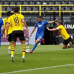 Lunas Dabur (TSG Hoffenheim #10), rechts Lukasz Piszczek (Borussia Dortmund, #26); 1. Fussball-Bundesliga; Borussia Dortmund - TSG Hoffenheim am 27.06.2020 im Signal-Iduna-Park in Dormund (Nordrhein-Westfalen). Von hinten Leonardo Balerdi (Borussia Dortmund, #18).<br /> <br /> FOTO: BEAUTIFUL SPORTS/WUNDERL/POOL/PIX-Sportfotos<br /> <br /> DFL REGULATIONS PROHIBIT ANY USE OF PHOTOGRAPHS AS IMAGE SEQUENCES AND/OR QUASI-VIDEO. <br /> <br /> EDITORIAL USE OLNY.<br /> National and<br /> international NewsAgencies OUT.<br /> <br /> <br /> <br /> Foto © PIX-Sportfotos *** Foto ist honorarpflichtig! *** Auf Anfrage in hoeherer Qualitaet/Aufloesung. Belegexemplar erbeten. Veroeffentlichung ausschliesslich fuer journalistisch-publizistische Zwecke. For editorial use only. DFL regulations prohibit any use of photographs as image sequences and/or quasi-video.