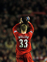 Fotball<br /> Premier League 2004/05<br /> Liverpool v Arsenal<br /> 28. november 2004<br /> Foto: Digitalsport<br /> NORWAY ONLY<br /> Match winner Neil Mellor applauds the Kop at the end of the game