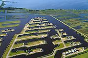 Nederland, Overijssel, Wanneperveen, 27-08-2013;<br /> Beulakerwijde, een watersport- en recreatiegebied met recreatiewoningen in Giethoornse stijl.<br /> Beulakerwijde, a sports and recreation area with holiday homes in country style.<br /> luchtfoto (toeslag op standaard tarieven);<br /> aerial photo (additional fee required);<br /> copyright foto/photo Siebe Swart.