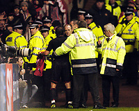 Fotball<br /> Champions League 2004/05<br /> Celtic v  AC Milan<br /> 7. desember 2004<br /> Foto: Digitalsport<br /> NORWAY ONLY<br /> Police and security staff stop Milan's Cristian Brocchi from throwing his shirt to the fans at the end of the game.