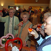 Koninginnedag 2003 Huizen, ouderenmiddag Visnet