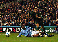 Fotball<br /> Premier League 2004/05<br /> Manchester City v Norwich<br /> 1. november 2004<br /> Foto: Digitalsport<br /> NORWAY ONLY<br /> Norwich City's Darren Huckerby gets away from a diving Sylvain Distin